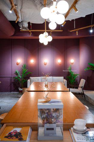Foto 15 - Interior di 11:11 Coffee oleh Indra Mulia
