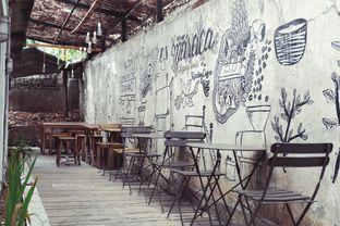 Foto 11 - Interior di Maraca Books and Coffee oleh Indra Mulia