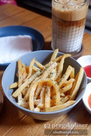 Foto 5 - Makanan(Cheesy Fries) di Kolonial Bistro & Roastery oleh Shella Anastasia