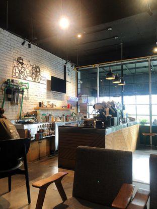 Foto 3 - Interior di Chief Coffee oleh kdsct