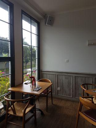 Foto 5 - Interior di Red Door Koffie House oleh Olivia