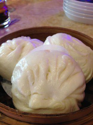Foto 7 - Makanan(Pao Ayam Kecap) di Wang Fu Dimsum oleh awakmutukangmakan