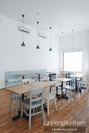 Foto 6 - Interior di The Neighbors Cafe oleh Shella Anastasia