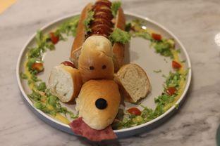 Foto 3 - Makanan(Dachshund Hot Dog) di Boogie Doggie Pet Cafe oleh Hans Latuheru | @hanslatuheru