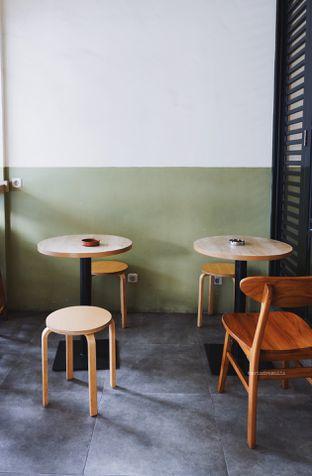 Foto 2 - Interior di Sedjenak Koffie En Eethuis oleh Indra Mulia
