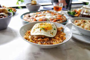 Foto 3 - Makanan(crispy fried chicken drizzled) di Nosh Kitchen oleh ngunyah berdua