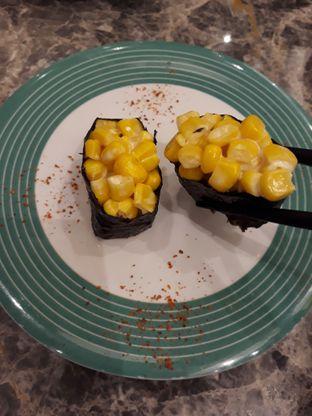 Foto 2 - Makanan(A Corn Salad Sushi) di Sushi Go! oleh Niesahandayani