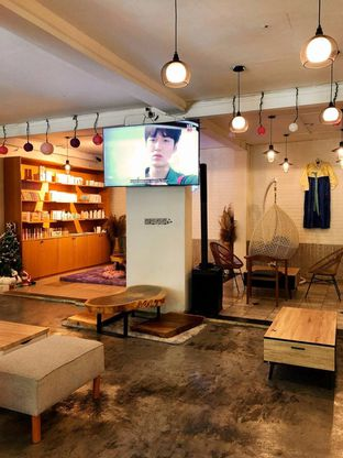 Foto 3 - Interior di Mukbang Kitchen & Coffee oleh kdsct