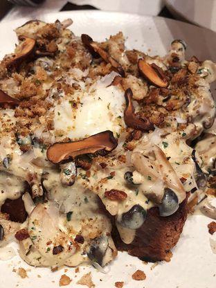 Foto 3 - Makanan(Mushroom toast) di Bara Restaurant oleh Claudia @claudisfoodjournal