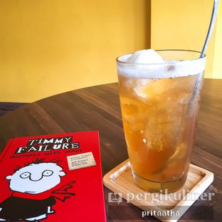 Foto 1 - Makanan(Floating Peach) di 30 Seconds Coffee House oleh Prita Hayuning Dias
