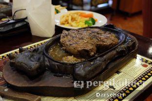Foto 2 - Makanan di Gandy Steak House & Bakery oleh Darsehsri Handayani