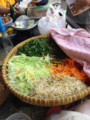 Foto review Gado - Gado Surken (Surya Kencana) oleh Almira  Fatimah 1