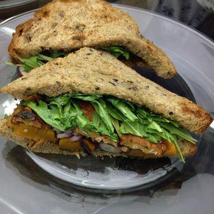 Foto 2 - Makanan(Tempeh + Pumpkin Sandwich) di Dej Cafe oleh Pengembara Rasa