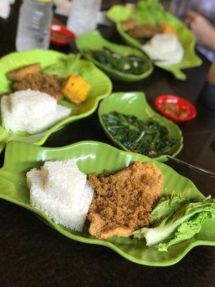 Foto 4 - Makanan di Ayam Kremes Kraton oleh Makan2 TV Food & Travel