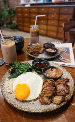 Foto 2 - Makanan(170gr pork chop sambal matah) di Ombe Kofie oleh Stellachubby