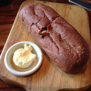 Foto 2 - Makanan(Complimentary Bread) di Outback Steakhouse oleh Pengembara Rasa