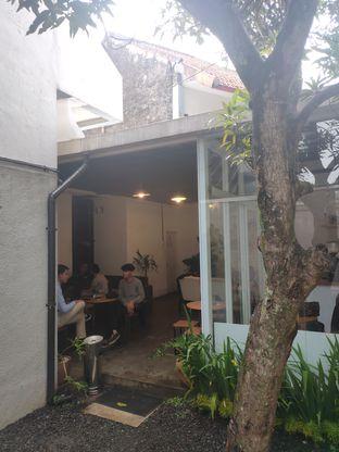 Foto 3 - Interior di Hailee Coffee oleh Suka Kopi & Ngemil