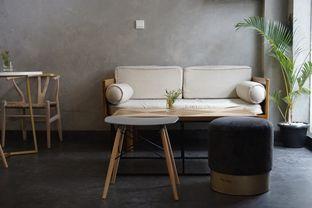 Foto 13 - Interior di Awesome Coffee oleh yudistira ishak abrar