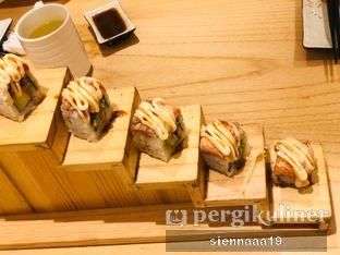 Foto 4 - Makanan(SALMON AVOCADO ROLL) di Sushi Hiro oleh Sienna Paramitha