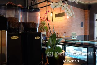 Foto 6 - Interior di Scandinavian Coffee Shop oleh Darsehsri Handayani