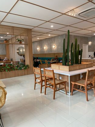 Foto 11 - Interior di Dailydose Coffee & Eatery oleh Jeljel