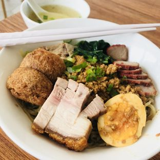 Foto 1 - Makanan di Huang Noodle Bar oleh @fridoo_