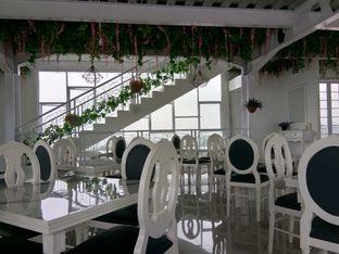 Foto 10 - Interior di Nicole's Kitchen & Lounge oleh Komentator Isenk