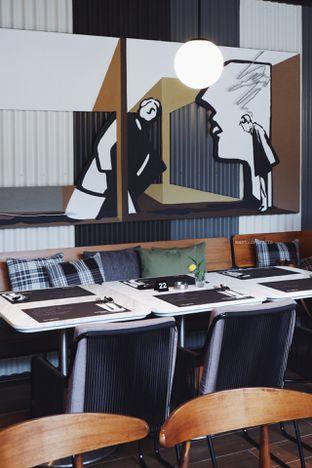 Foto 10 - Interior di Greyhound Cafe oleh Indra Mulia