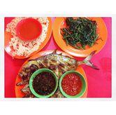 Foto Ilan Kue Bakar, Cumi Goreng Tepung, Cah Kangkung Polos di Seafood 38