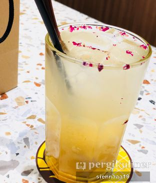 Foto 6 - Makanan(ananas rose) di Joe & Dough oleh Sienna Paramitha
