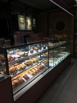 Foto 3 - Interior di J.CO Donuts & Coffee oleh Prido ZH
