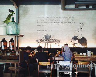 Foto review Two Stories oleh Jihan Rahayu Putri 2