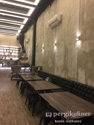 Foto 8 - Interior di Fe Cafe oleh Kezia Nathania