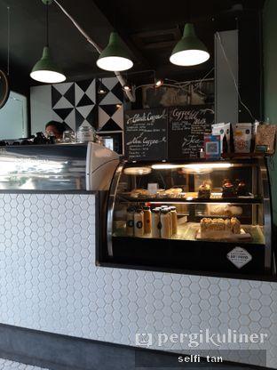 Foto 2 - Interior di Escalator Coffeehouse oleh Selfi Tan
