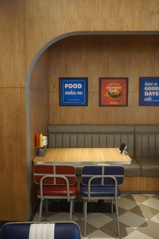 Foto 24 - Interior di Food Days oleh yudistira ishak abrar