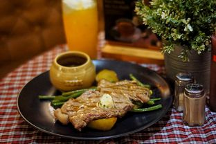 Foto 3 - Makanan(Suis Prime Sirloin Steak) di Suis Butcher oleh Fadhlur Rohman