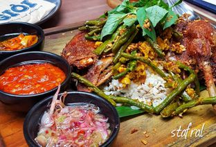 Foto 6 - Makanan(GIOI's Signature Crispy Duck) di Gioi Asian Bistro & Lounge oleh Stanzazone