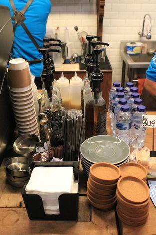 Foto 12 - Interior di Ragil Coffee & Roastery oleh Prido ZH