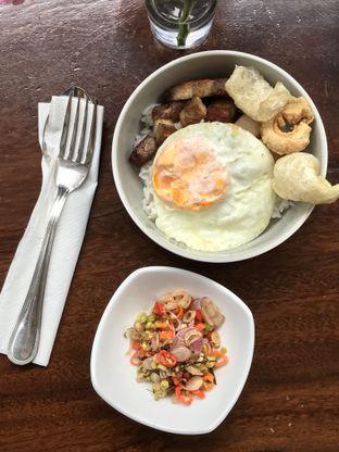 Foto 1 - Makanan(Pork belly sambal matah) di Papa & Mama Bistro and Coffee oleh Patricia.sari