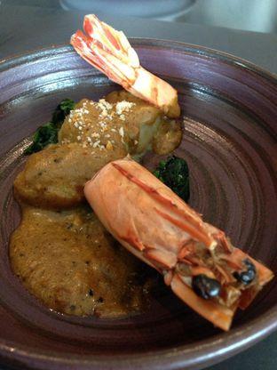Foto 12 - Makanan di PASOLA - The Ritz Carlton Pacific Place oleh awakmutukangmakan