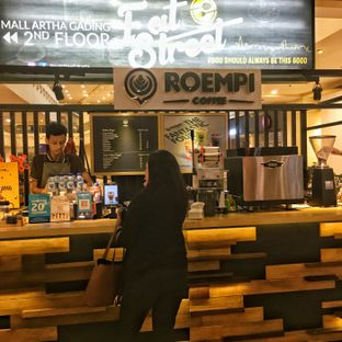 Foto 2 - Interior di Roempi Coffee oleh Lydia Adisuwignjo