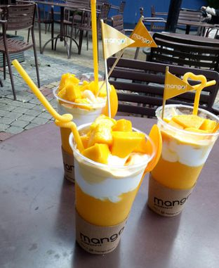 Foto - Makanan(Mango puree thai dessert large) di mango! oleh Melissa Elenis