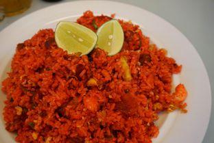 Foto 1 - Makanan(Nasi Goreng Merah) di RM Irtim Makassar oleh Belly Culinary