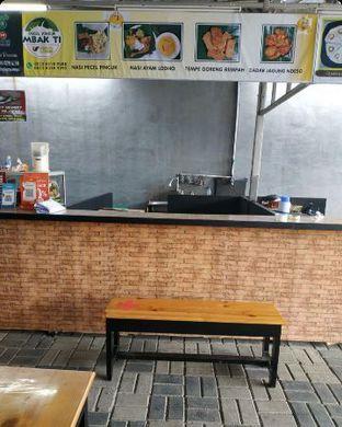Foto 4 - Interior di Pecel Pincuk Ayam Lodho Mbak Ti oleh Junior