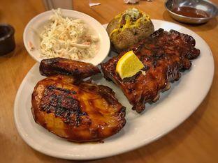 Foto 1 - Makanan(BBQ Chicken & Ribs*) di Tony Roma's oleh Pengembara Rasa