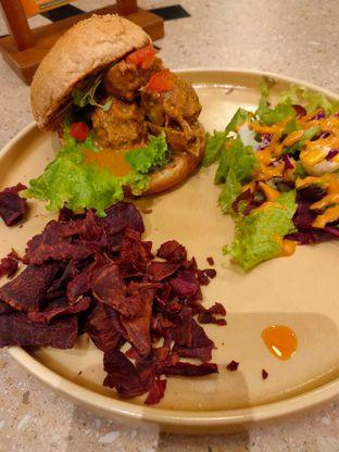 Foto 5 - Makanan di Burgreens Eatery oleh Dwi Izaldi