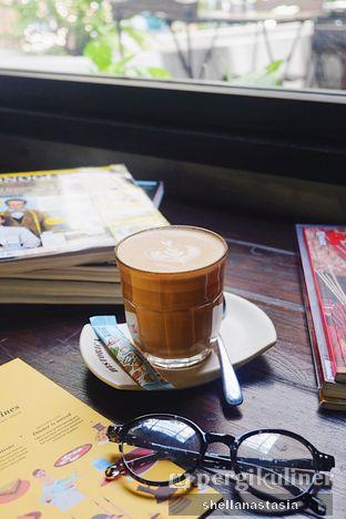 Foto 4 - Makanan(Hot Latte) di Historica oleh Shella Anastasia