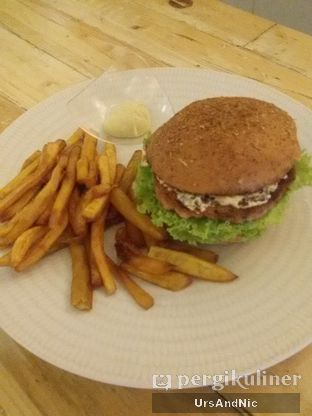 Foto 1 - Makanan(Chicken burger) di Mars Kitchen oleh UrsAndNic