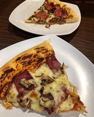 Foto 2 - Makanan di Pizza Grand Lucky oleh Claudia @grownnotborn.id