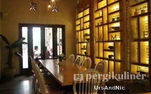 Foto 10 - Interior di Hummingbird Eatery oleh UrsAndNic